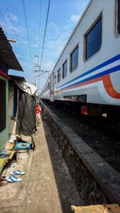 Gambir to Tugu train passing the slums